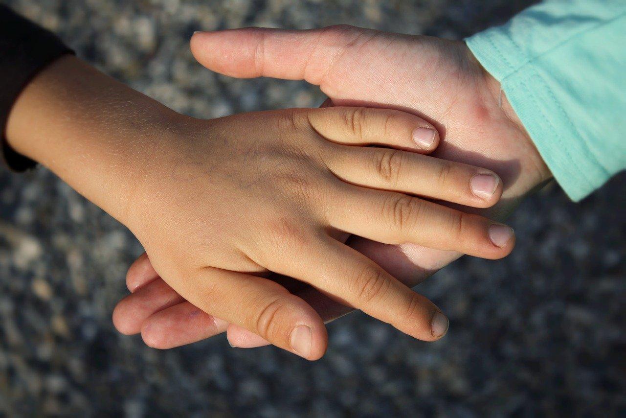 hand, child, children-838975.jpg